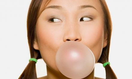 Does chewing gum after a meal help eliminating dental plaque?