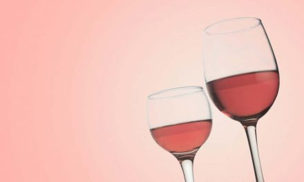 Can you drink alcohol after tooth extraction?