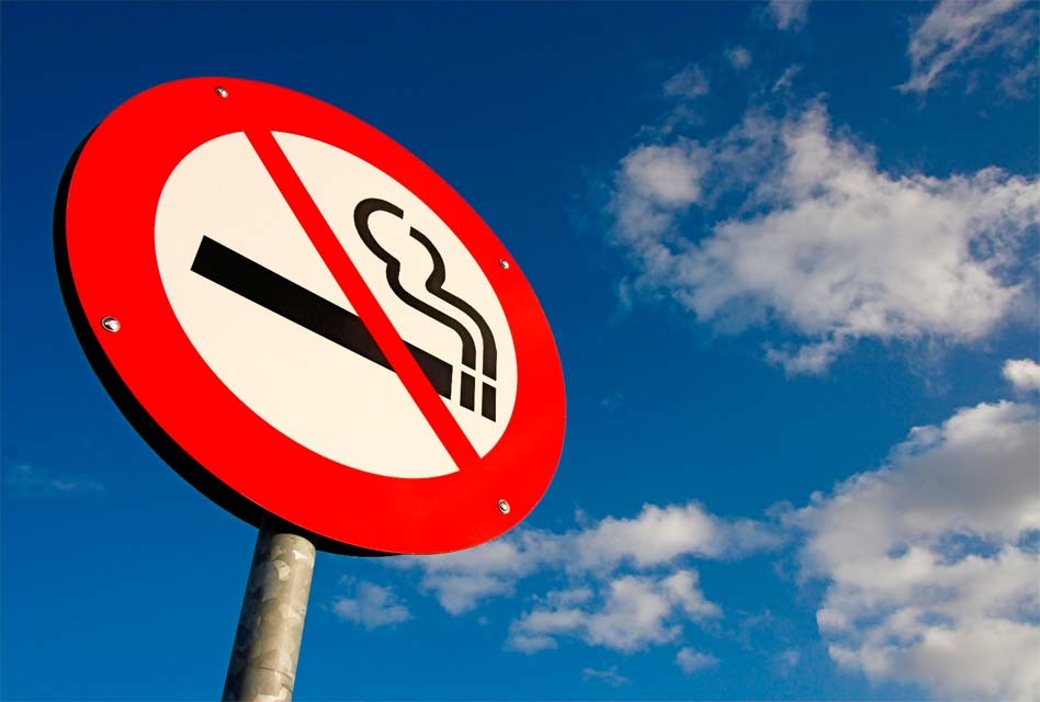 How can smokers take care of their oral health? | Studio