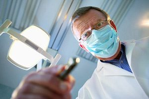 Ouvrir la bouche pour le dentiste