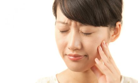 What are the symptoms of having a tooth abscess?